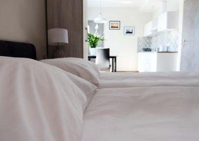 łóżko pokój dwuosobowy